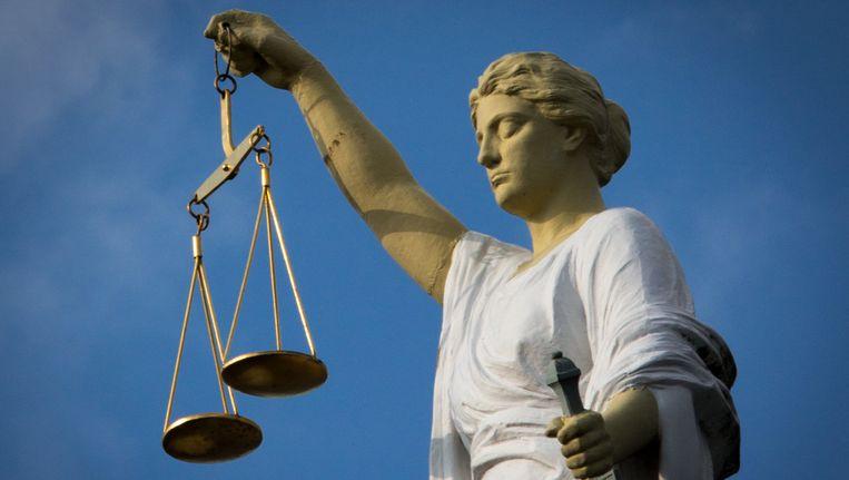 Het beeld van vrouwe Justitia op het voormalige Gerechtgebouw in Rotterdam aan de Noordsingel. Beeld ANP XTRA / Roos Koole