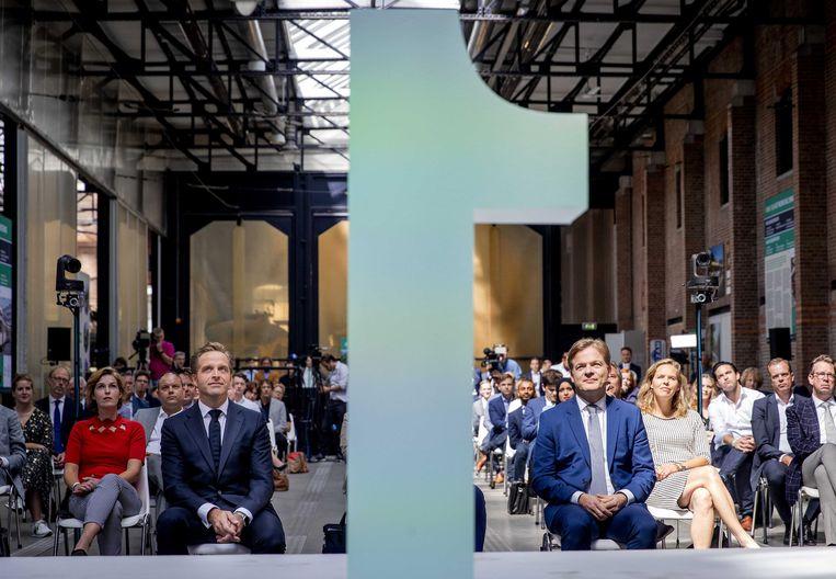 Al direct nadat Hugo de Jonge de interne verkiezing nipt had gewonnen van Omtzigt, 'weigerde een minderheid zich neer te leggen bij de keuze van een meerderheid'.  Beeld EPA