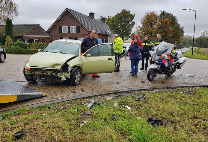 Een van de auto's die betrokken was bij de botsing in Biezenmortel.