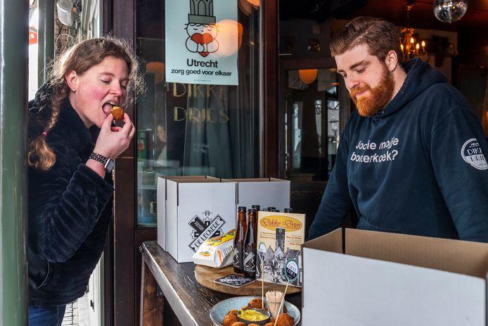 Vorig jaar werd de eerste Vocking bitterbal al gegeten bij Dikke Dries aan aan het Oudekerkhof.