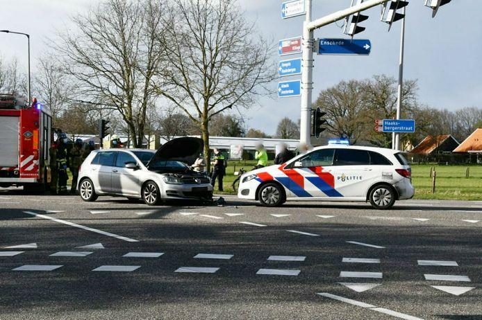 Twee auto's zijn zwaar beschadigd geraakt bij een ongeval in Enschede.
