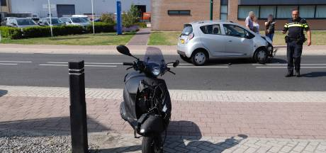 Scooterrijder gewond door botsing met auto in Cuijk