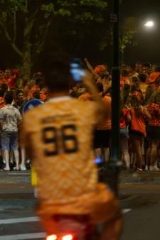 Onrust in regio na zege Oranje: feestvierende jongeren in Nijkerk gooien vuurwerk en bier naar politie
