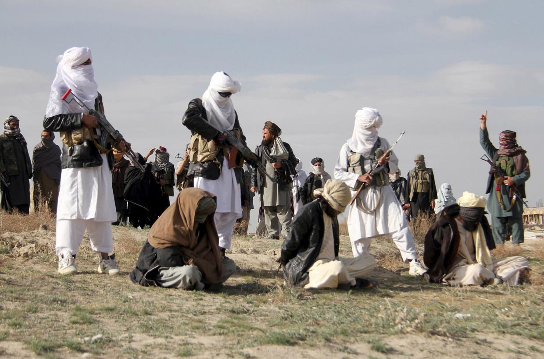 Een executie door de taliban in Afghanistan in 2015.  Beeld Reuters