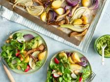 Wat Eten We Vandaag: Traybake met aardappel, oesterzwam en basilicum-cashewsalsa