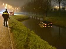 Auto raakt te water in IJsselstein en bestuurder zwemt zelf naar de overkant