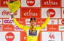 Groenewegen mocht voor een tweede keer in deze Ronde van Wallonië de bloemen in ontvangst nemen.