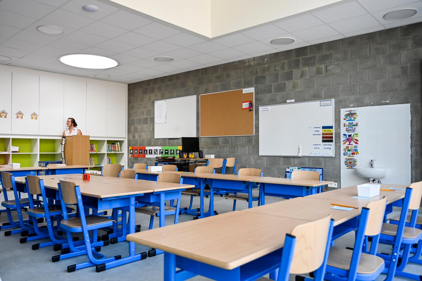 Alle klaslokalen in de hele school kregen nieuw meubilair.