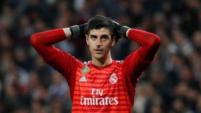 """VIDEO. """"Je kan zelfs geen taxi stoppen! Ga terug naar Atlético!"""": Courtois bij verlaten Bernabéu zwaar op de korrel genomen door heetgebakerde Real-fans"""