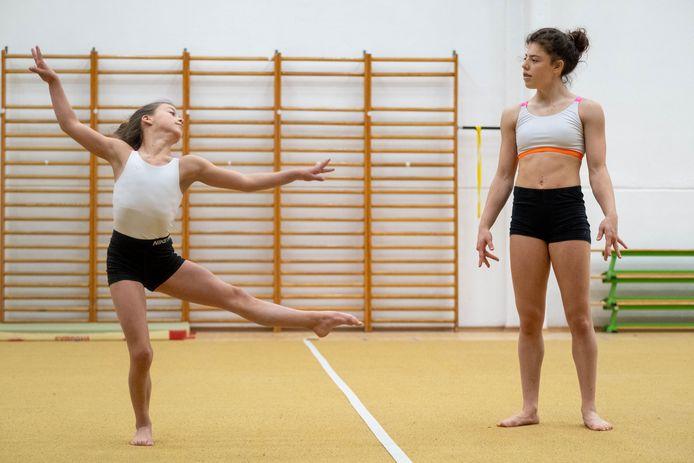 Kyra Van Dam en  Nora Dejonghe (Ambitious Pro Gymnastics) mogen België vertegenwoordigen op het WK Acro voor Beloften in Genève