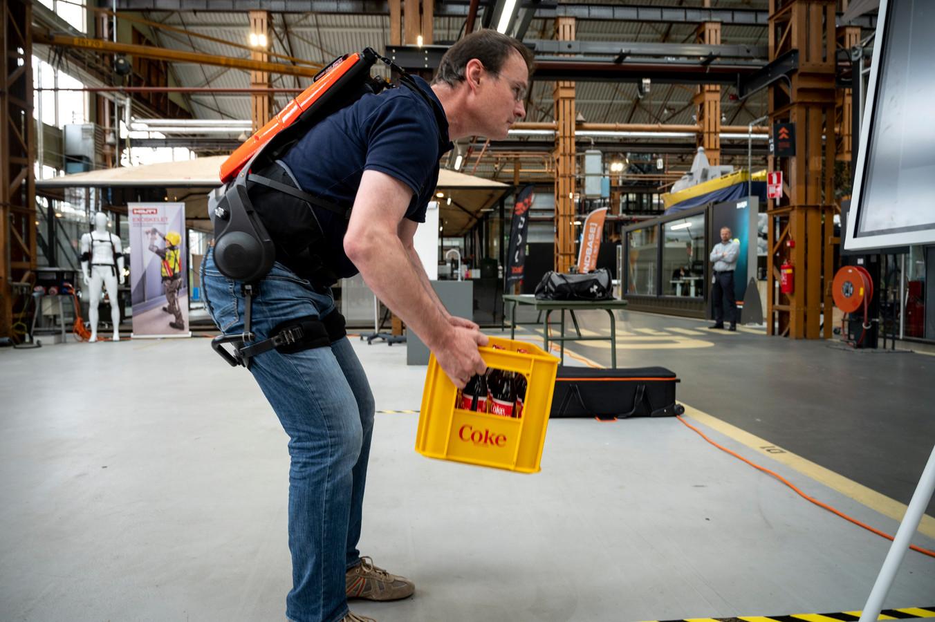 De Cray X van het Duitse bedrijf German Bionic, een actief exoskelet met motor dat de romp ondersteunt bij het tillen.
