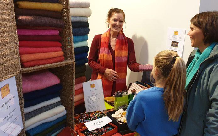 Catherine verkoopt dit weekend ethische wolproducten voor het goede doel.