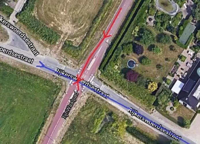 De kruising waar de vrouw zwaargewond raakte bij een aanrijding op het Rijnwaalpad, op de grens van Elst en Arnhem.