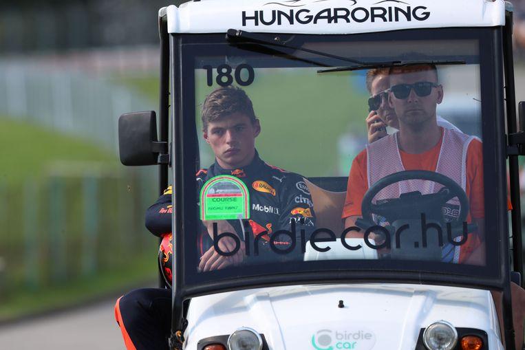 29 juli: Verstappen valt met motorpech uit in de GP van Hongarije. Beeld -