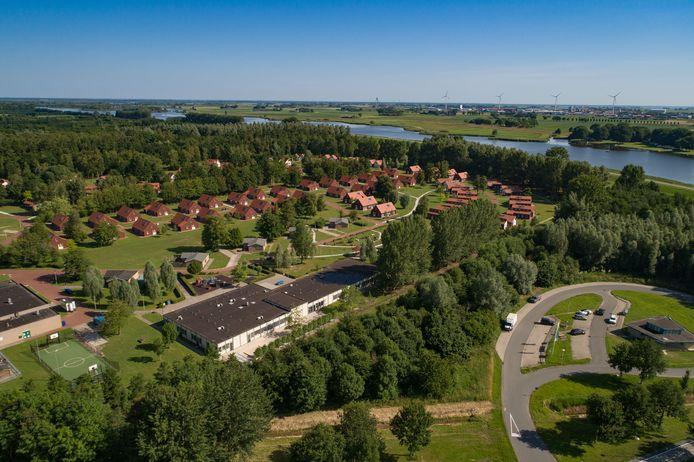 Het AZC in Dronten. De doorstroming van asielzoekers met een verblijfsvergunning naar een reguliere woning, stokt ook in Dronten.