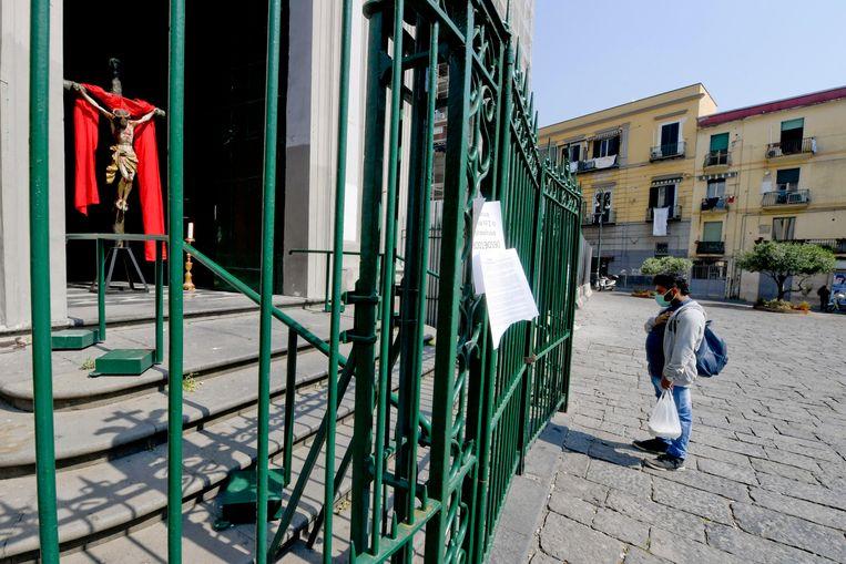 Ook de basiliek in Napels blijft tot nader order gesloten. (archieffoto 10 april)