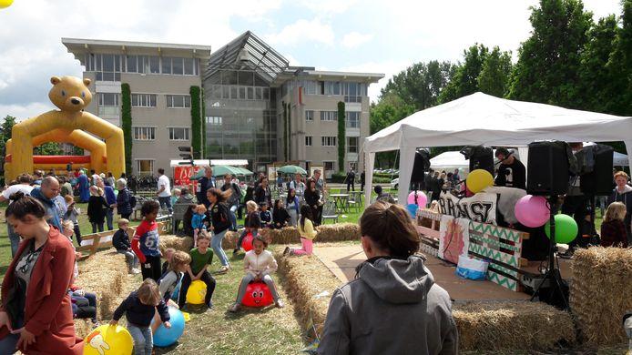 Het eerste Wageningse kinderfestival op Duivendaal.