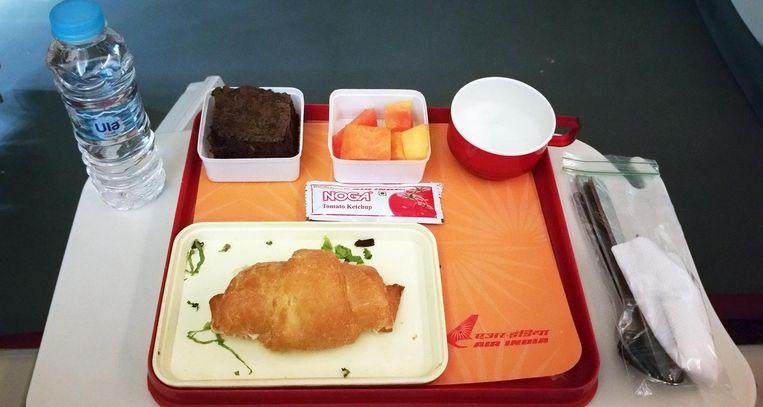 Ontbijt aan boord van Air India. Beeld null