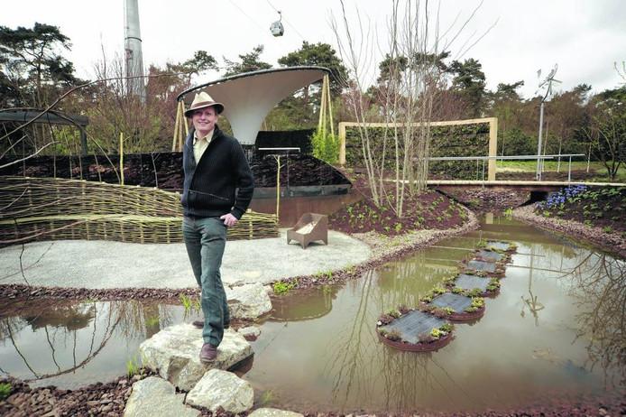 Nico Wissing bij de duurzame tuin die hij voor de Floriade 2012 in Venlo ontwierp. archieffoto John Peters