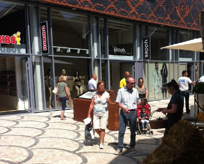 Mensen bezoeken Rosada.