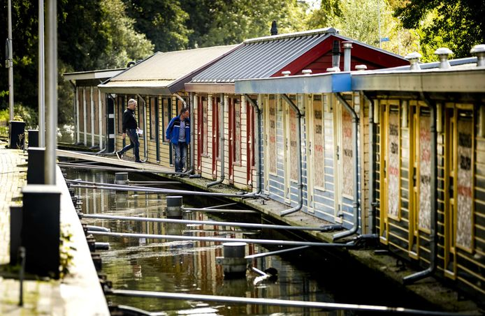 De boten op het oude Zandpad zijn inmiddels verkocht. Deze foto is gemaakt tijdens bezichtigingen, toen de boten al leeg stonden.