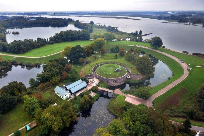 Fort Vuren is een van de 45 forten die langs de Nieuwe Hollandse Waterlinie liggen.