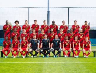 Nu ook helemaal klaar: Duivels poseren voor hun officiële EK-ploegfoto