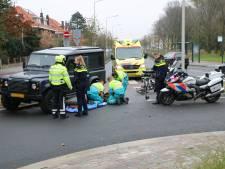 Fietser gewond na aanrijding met Land Rover in Vogelwijk