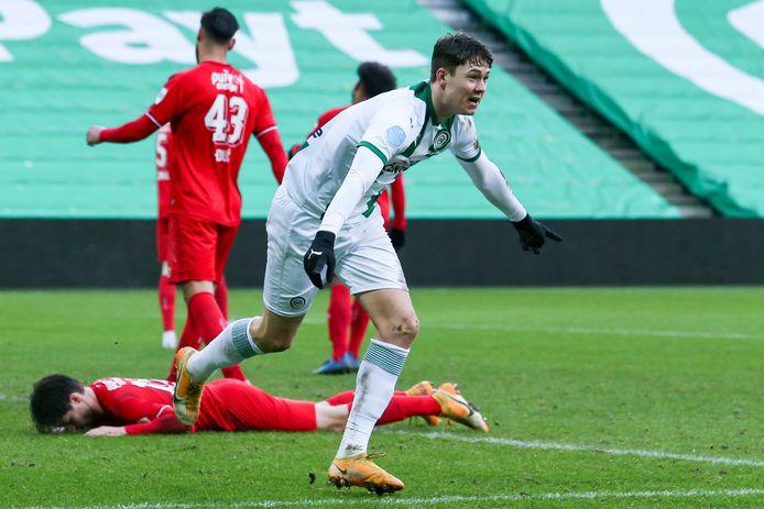 De tweede helft speelde FC Twente een stuk minder goed dan voor rust. Jorgen Strand Larsen bracht Groningen op gelijke hoogte met de Tukkers: 2-2.