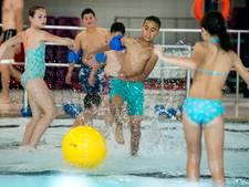 Spetterende voorronde NK watervoetbal in Arnhem