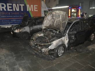 Twee wagens vernield na brand in Antwerpen Noord