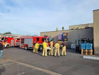 Brand op dak van AD Delhaize in Koekelare: terrasje voor personeel vat vuur