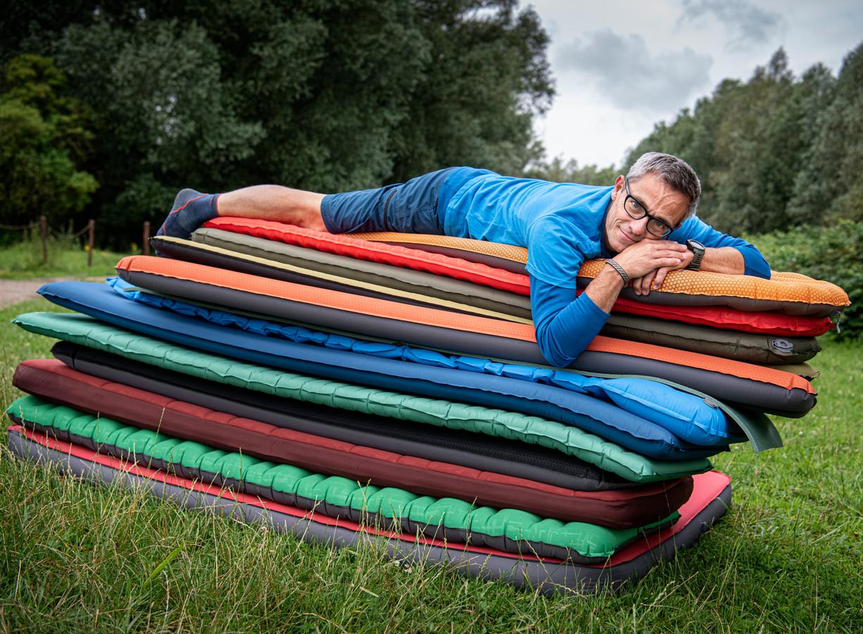 Gijs Loning: ,,Ga altijd even proefliggen voor je een campingmat koopt.'' Foto koen verheijden