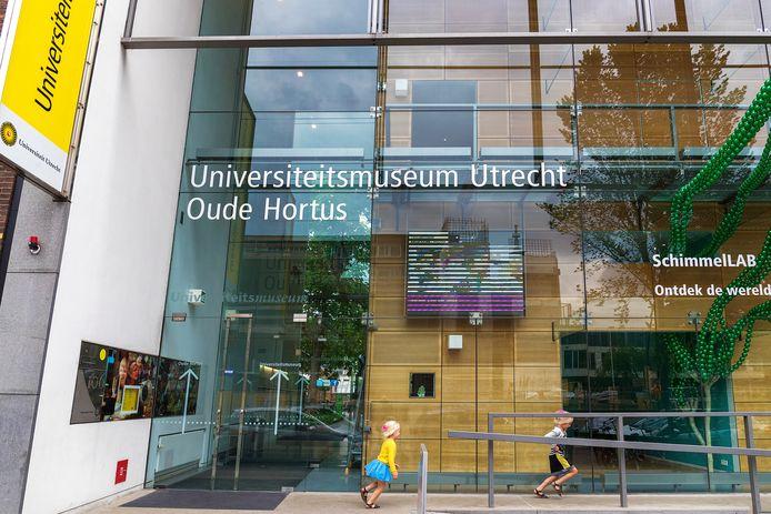 De markante glazen gevel van het Universiteitsmuseum zou in de nieuwe plannen bewaard blijven. Maar de universiteit heeft nog steeds geen besluit genomen over de verbouwing.