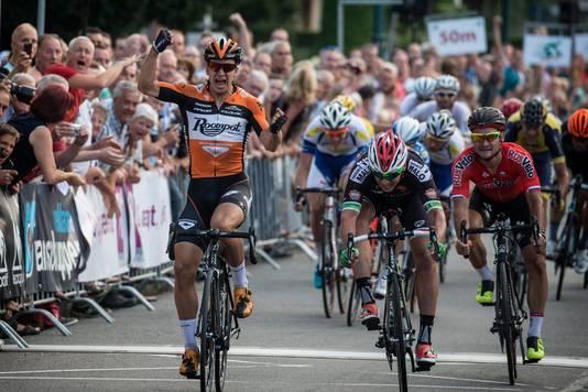 Dylan Groenewegen won in 2015, toen hij nog voor Roompot fietste.