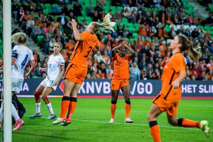 Ergernis bij de Oranjevrouwen na weer een gemiste kans tegen Tsjechië.