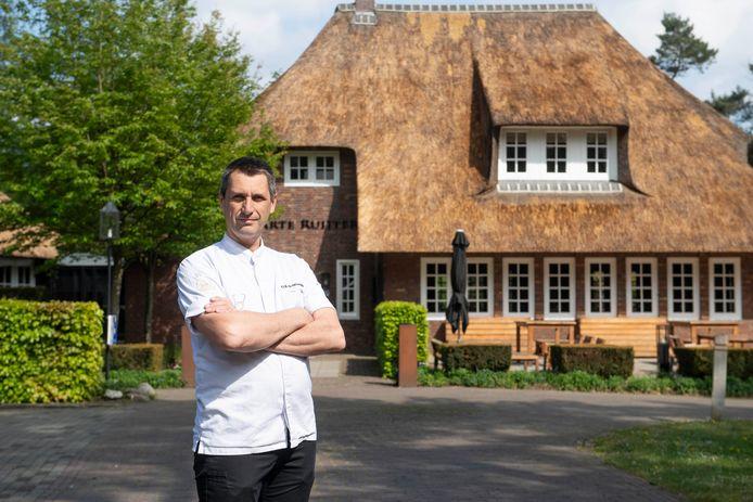 Erik de Mönnink, eigenaar van restaurant De Swarte Ruijter, heeft zich gestort op afhaalmenu's.