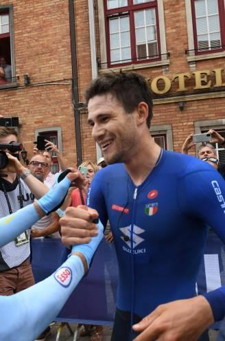 Grote ontgoocheling, nog grotere sportiviteit: Wout van Aert feliciteert wereldkampioen Filippo Ganna meteen na aankomst