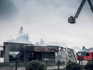 """Uitslaande brand legt bowling Champion in Zonhoven helemaal in de as: """"Mooie herinneringen in vlammen opgegaan"""""""