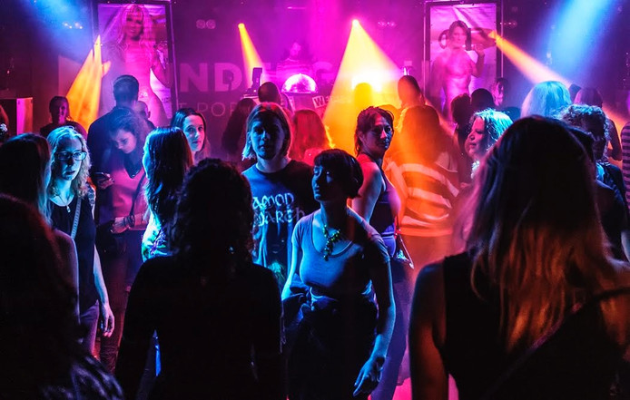 Poppodium Underground houdt een zomers feest met muziek uit de jaren '80, 90's en hits rond het millenium met ijsjes.