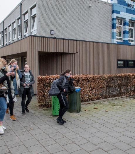Na ruim twee maanden staat er weer een rij studenten voor het roc: 'Ik heb het heel erg gemist'