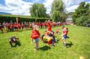 De voetbalwedstrijd werd voorafgegaan door een optreden van de lokale cheerleaders.