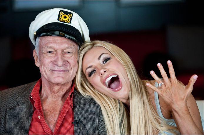 Avec Crystal Harris, sa troisième et dernière femme. Hugh Hefner avait 85 ans et elle 24 quand il l'a demandée en mariage. Le mariage avait été annulé une première fois, Crystal refusant de partager son homme avec d'autres femmes. Ils sont finalement unis le 31 décembre 2012.