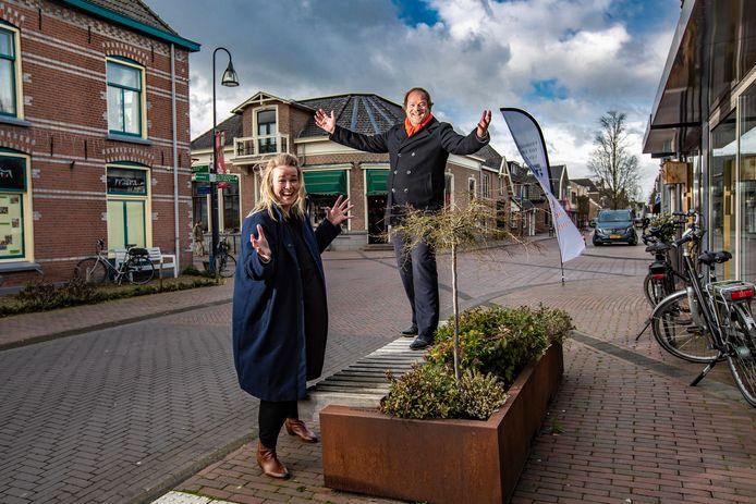 Marit Maglio en Hans Olthof zetten zich namens de gemeente Olst-Wijhe in voor de winkelgebieden.