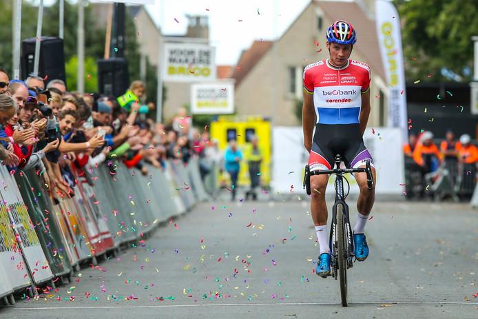 Mathieu van der Poel won zijn eerste veldrit van het seizoen.