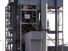 Onder de rook van een giftige asfaltcentrale wonen zou niet moeten kunnen