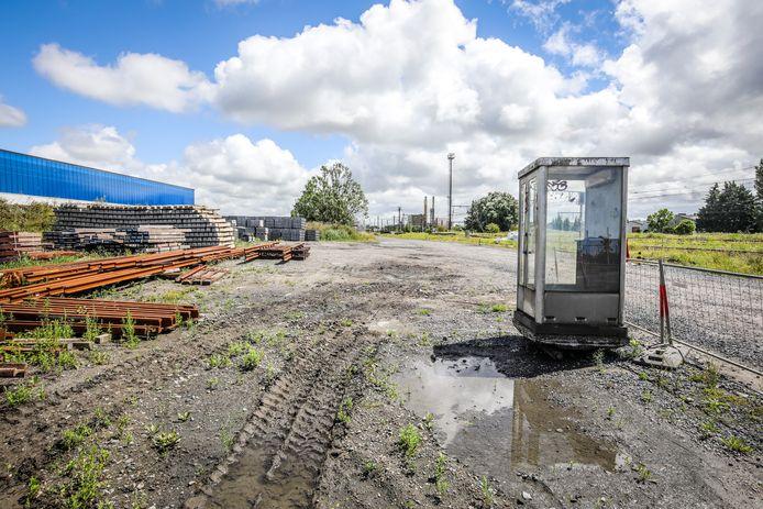 NMBS plaatst telefooncel als schuilhuisje voor treinbestuurders in Oostende