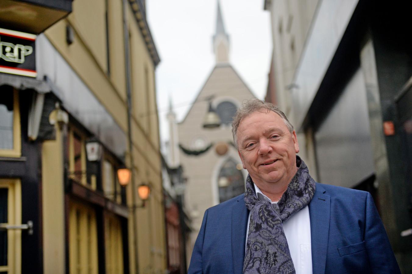 Raadslid Erwin Versteeg wil inzicht in de wachtlijsten voor sociale huurwoningen en het aantal statushouders dat Enschede moet gaan huisvesten.