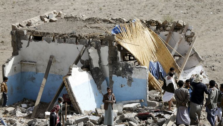 Een door luchtaanvallen vernietigd huis in Sanaa Beeld REUTERS