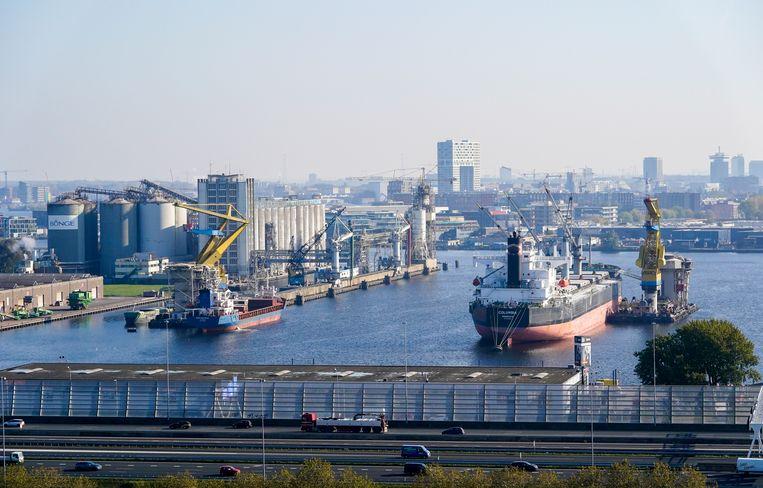 De haven van Amsterdam heeft veel last van de stikstofproblemen. Beeld Hollandse Hoogte /  ANP